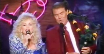 Dolly Parton And Glen Campbell Sing 'Amazing Grace' - Christian Music Videos