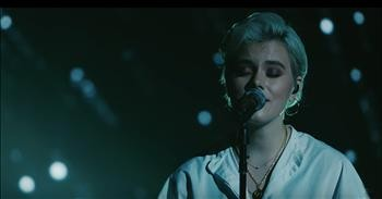 'Clean' Hillsong UNITED Live Performance - Christian Music Videos
