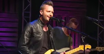 'There Is Power' – Passion Worship Performance From Lincoln Brewster