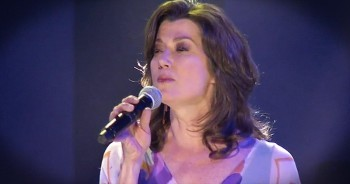 'Thy Word' – Live Performance From Amy Grant