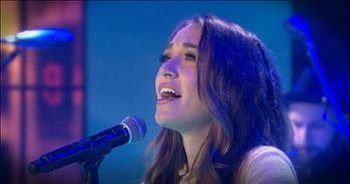 Lauren Daigle Worships On National TV With 'How Can It Be'