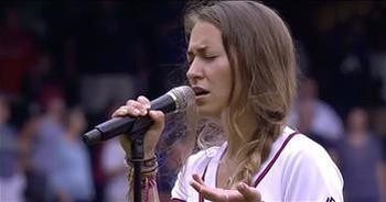 Lauren Daigle Sings 'God Bless America'