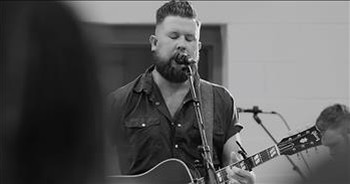 Singer Zach Williams Performs 'Surivor: Live From Harding Prison'