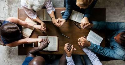 10 Powerful Prayers to Pray for the Church