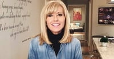 Beth Moore Writes Open Letter to 'Brothers in Christ' on What It's Like to Be a Woman in Ministry