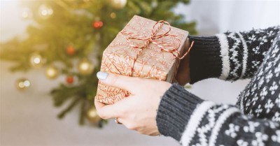 Secret Santa Gives $10,000 to Widowed Father of Seven