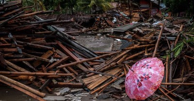 Tsunami Kills 430 in Indonesia, the Government Prepares for a Possible Second