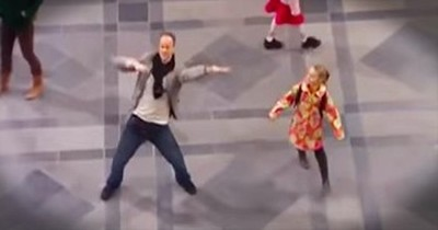 Little Girl And Her Dad Start Epic Flash Mob In Train Station
