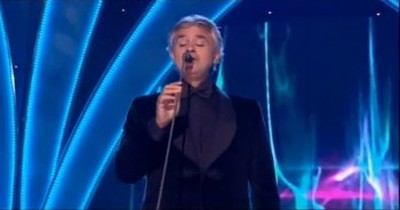 Andrea Bocelli Gives Stunning Performance of Amazing Grace!