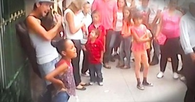 Gifted 4th Grader And Her Uncle Perform Give 1 Amazing Street Performance