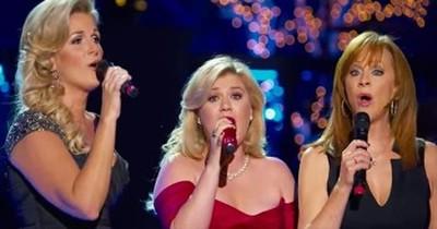 Kelly Clarkson, Trisha Yearwood and Reba McEntire Sing Beautiful Version Of 'Silent Night'