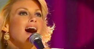 'O Come All Ye Faithful' – Beautiful Performance From Faith Hill
