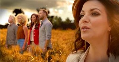 30 Country Artists Join Together To Sing Mashup Of Classics