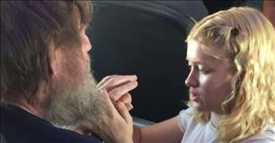 15-Year-Old Uses ASL To Talk To Blind And Deaf Man On Flight