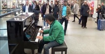 Guy on Piano in London Station Plays Cool Version of 'Amazing Grace'