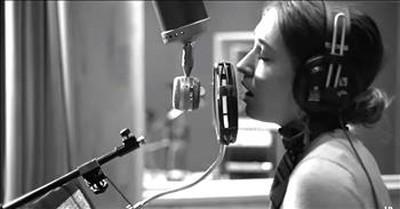 Lauren Daigle Sings 'The Christmas Song'