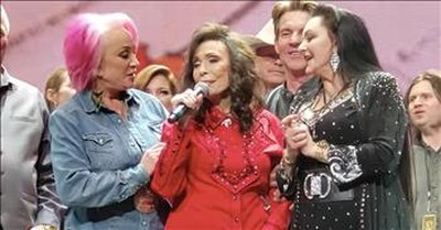 Country Superstars Join Loretta Lynn To Sing 'Coal Miner's Daughter'