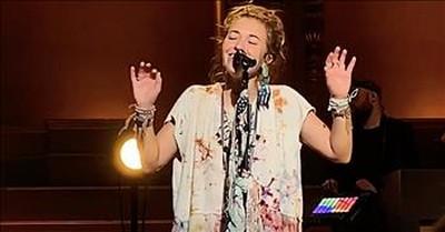 Lauren Daigle Sings 'Turn Your Eyes Upon Jesus'