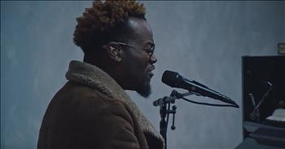 'Perform' Live Performance From Travis Greene