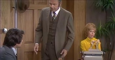 People in the Background Steal The Scene on The Carol Burnett Show