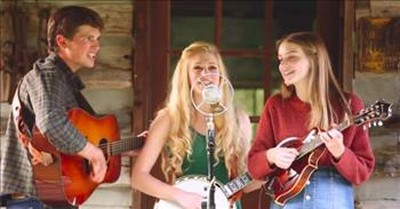 Bluegrass Family Band Performs 'Christmas Time's a-Comin''