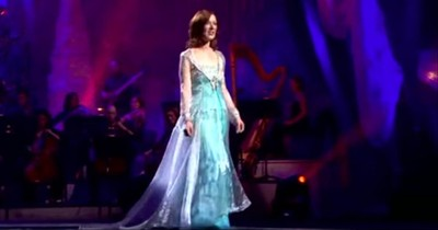 'Away In A Manger' Christmas Hymn From Celtic Woman