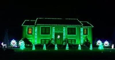 Christmas Light Show Set To 'That's Christmas To Me' By Pentatonix