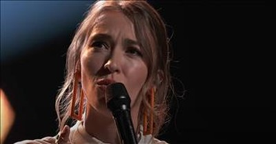 Lauren Daigle Performs 'You Say' On The Live Voice Finale