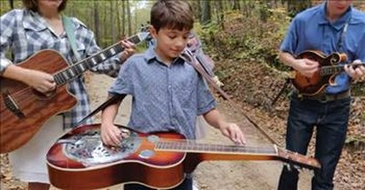 Cotton Pickin' Kids Bluegrass Band Performs 'Foggy Mountain Rock'
