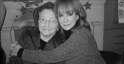 'You Never Gave Up On Me' Reba McEntire Sings For Her Mom