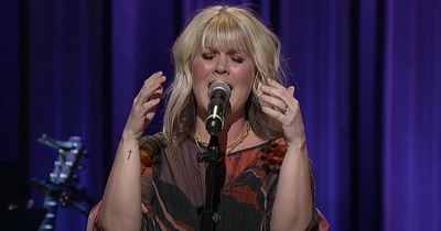 Natalie Grant And Husband Sing 'Alive / To God Be The Glory' At Grand Ole Opry
