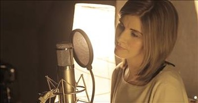 Celtic Singer Donna Taggart Performs 'Remember When' From Alan Jackson