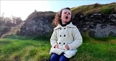 4-Year-Old Irish Singer Performs 'Danny Boy'