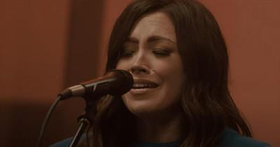 'No Fear' Kari Jobe Acoustic Performance