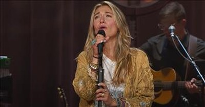 Lauren Daigle Sings 'Hold On To Me' Live At The Ryman