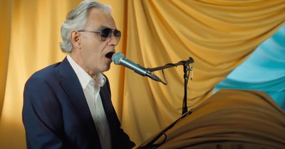 'You'll Never Walk Alone' Andrea Bocelli Performs On Late Night TV
