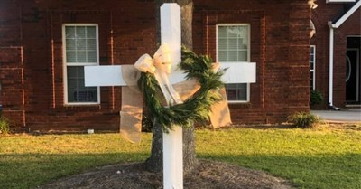 'Faith over Fear': Thousands Place Crosses in Yards to Celebrate Hope amidst Pandemic