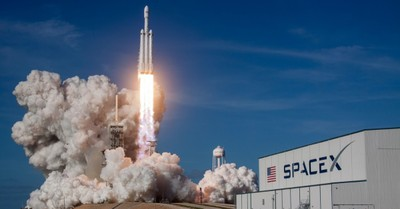 Rocket Launch, SpaceX sends astronauts to the Space station
