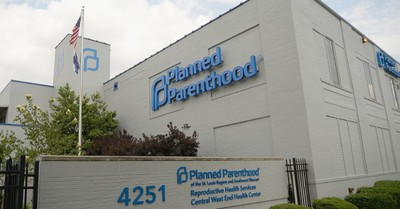 Planned Parenthood clinic, Employees accuse former CEO of being racist