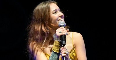 Lauren Daigle, Daigle wins Billboard's Artist of the Year award
