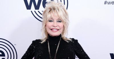 Dolly Parton, Parton's $1 Million Donation to COVID-19 Research helped fund Moderna's vaccine