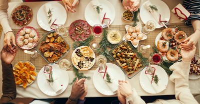 4 Beautiful Christmas Dinner Prayers