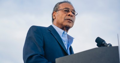 Emanuel Cleaver, Cleaver responds to criticism over 'Amen and Awomen' prayer