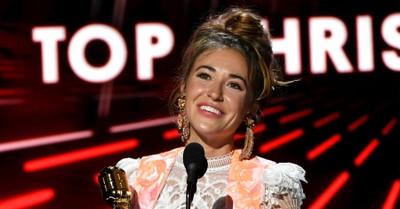 "Lauren Daigle, Lauren Daigle performs ""Look Up Child"" on American Idol"