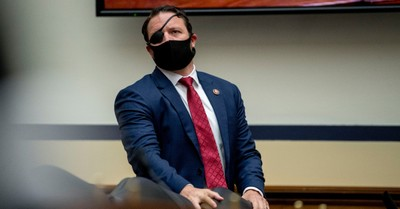 Dan Crenshaw, Crenshaw makes his first public appearance after undergoing a difficult eye surgery