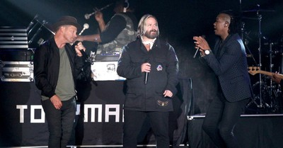 Kevin Max, Kevin Max asserts that he is an exvangelical
