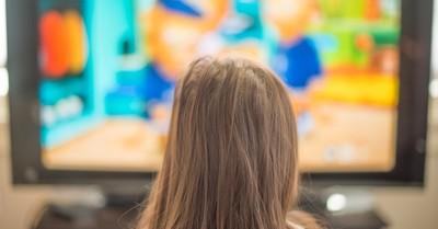 a little girl watching TV, Clueless Blue's Clues angers discerning parents