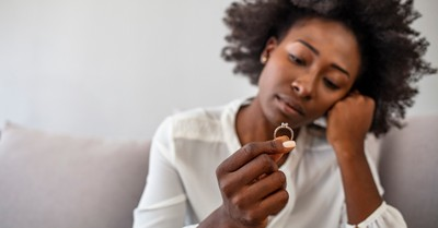 5 Temptations Couples Face during Long Engagements