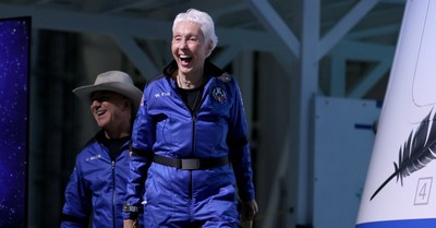 Wally Funk, Wally Funk becomes the oldest woman to go to space
