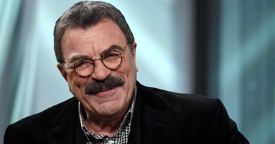 Tom Selleck Gives Waitress $2,020 Tip